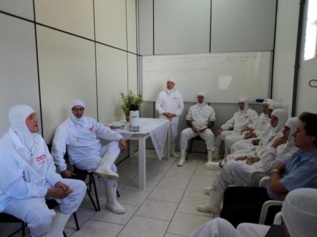 Jarré e Grandó visitam Frigorífico Nicolini em Nova Araçá.