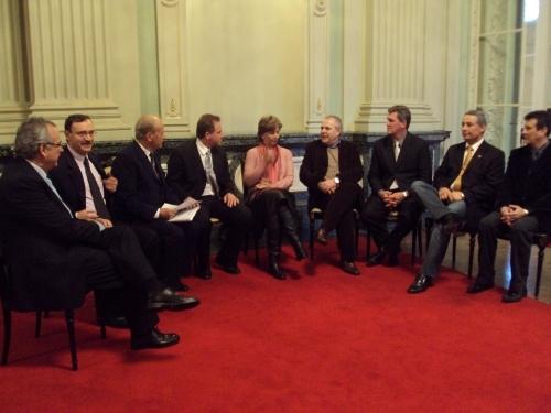 Vereador Jarré e Comissão da RS 330 reúnem-se com a governadora