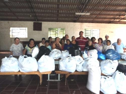 O Vereador Jarré realiza doação de materiais ao Grupo Independente de Mulheres do Bairro Fábio.