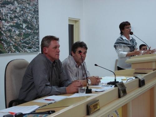 Aprovados por unanimidade os Projetos de criação de cargos para SMEC.