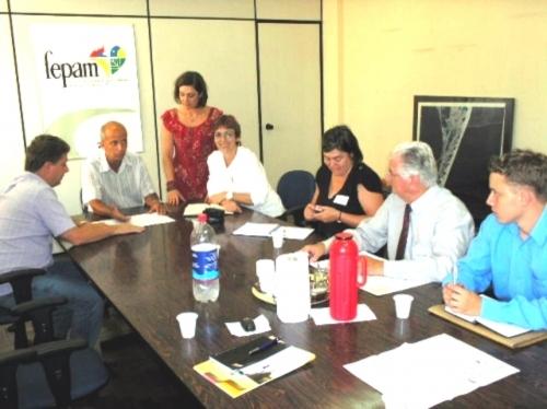 Vereadora Sandra com apoio do Deputado Edson Brum garantem retro escavadeira para o município.