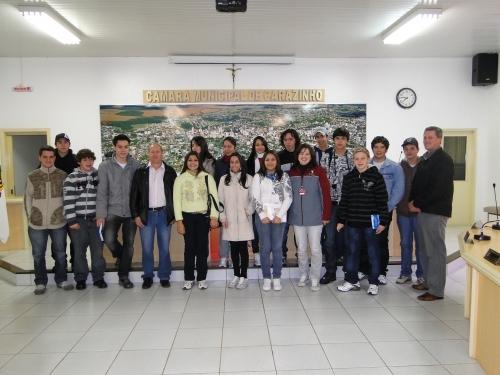 Alunos do Instituto de Educação Nossa Senhora da Glória visitam a Casa do Povo.