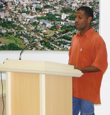 Representante da Associação de Moradores do Bairro Princesa participa da Tribuna Livre