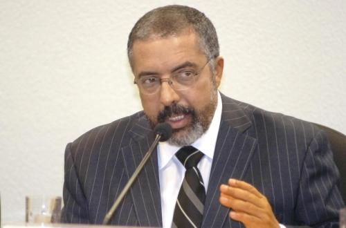 Senador Paulo Paim aceita convite do Presidente do Legislativo