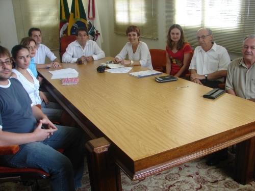Vereadora reúne ACAPA e CONSEPRO para reunião com executivo municipal
