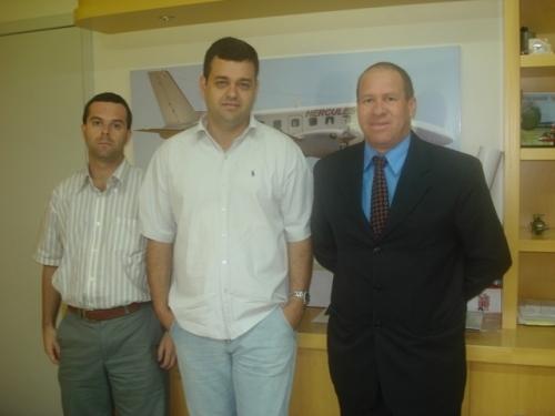 Vereador Paulino de Moura busca parceria com empresa de táxi aéreo