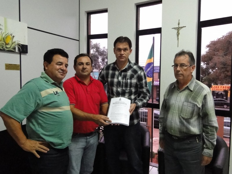 Legislativo recebe Relatório das atividades do ano de 2011 do Executivo