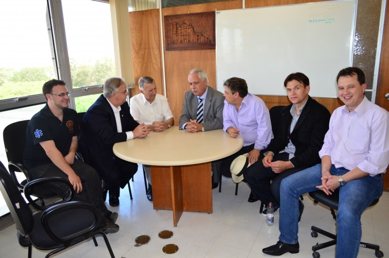Comitiva carazinhense faz reivindicações ao secretário de Saúde do RS