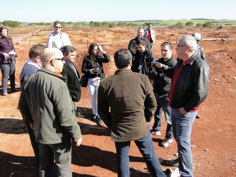 VEREADORES E LIDERANÇAS LOCAIS REALIZAM MANIFESTAÇÃO CONTRA CONSTRUÇÃO DO PRESÍDIO REGIONAL