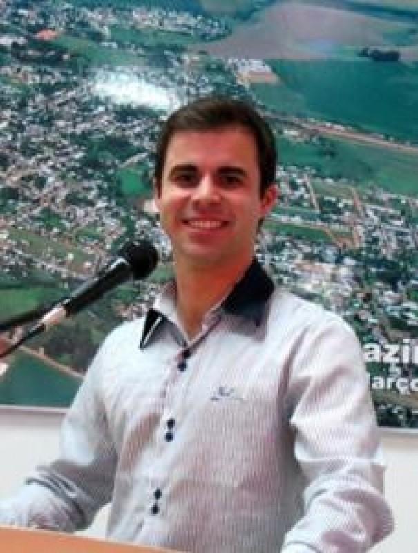 VEREADOR GIAN PEDROSO (PDT) REPUDIA EXTINÇÃO DAS APAEs