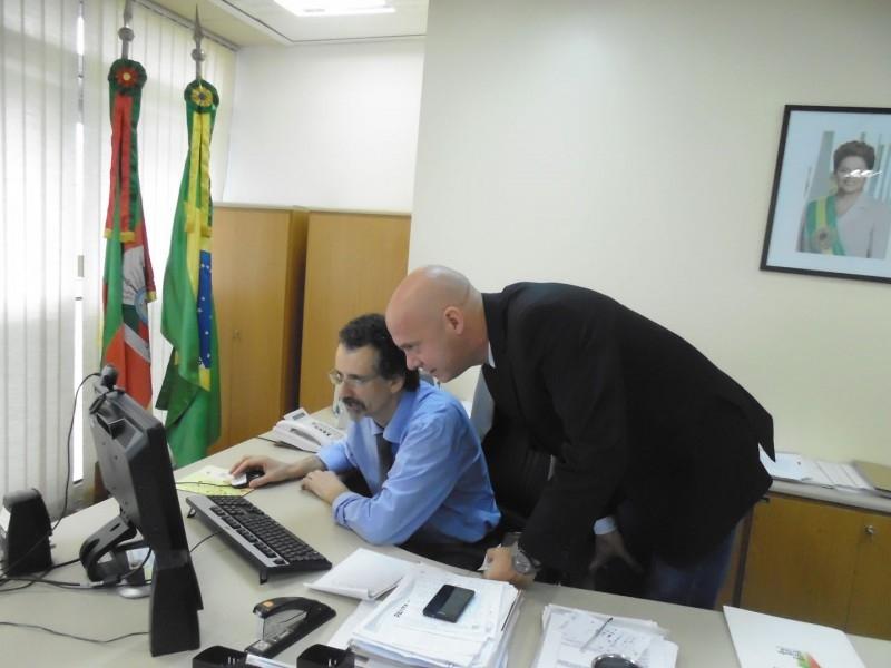 PRESIDENTE OTTO GERHARDT (PT) E LIDERANÇAS DA REGIÃO SE MOBILIZAM PARA MELHORIAS DA RS-142 E AQUISIÇÃO DE TÃO SONHADO CAMINHÃO DE BOMBEIROS