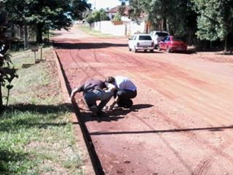 Vereador visita bairros com Secretário de Obras.