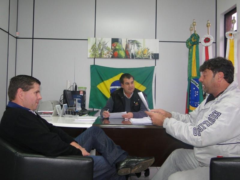 DIRETOR DE ESPORTES É RECEBIDO NO GABINETE DA PRESIDÊNCIA
