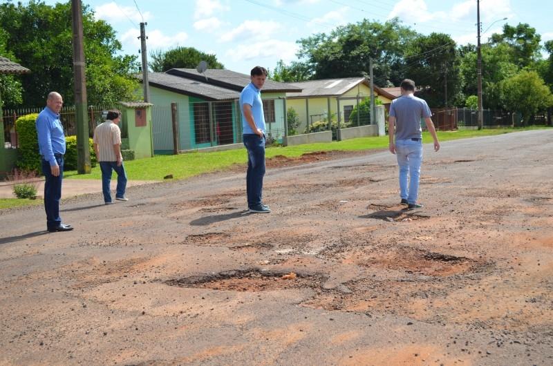 Vereadores visitam bairro Floresta