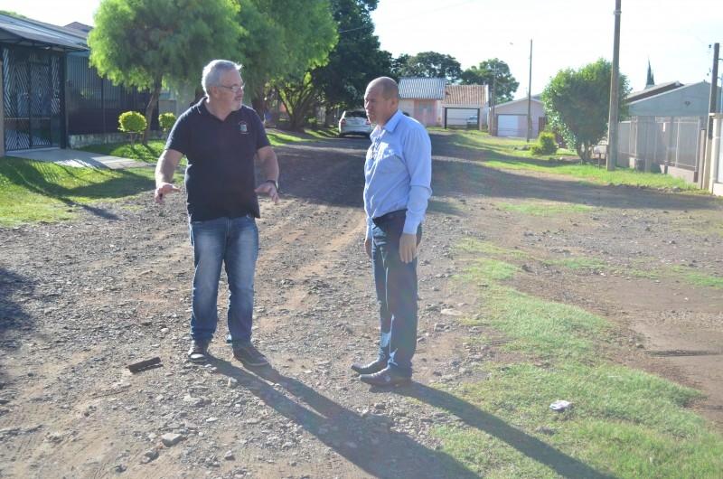 Vereadores  constatam problemas no bairro Medianeira