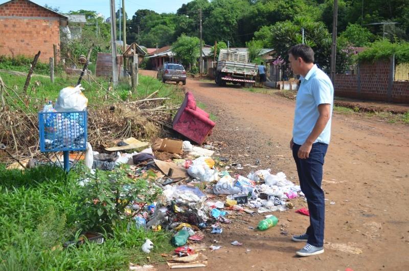 Vereador Erlei Vieira  visita rua no bairro Princesa