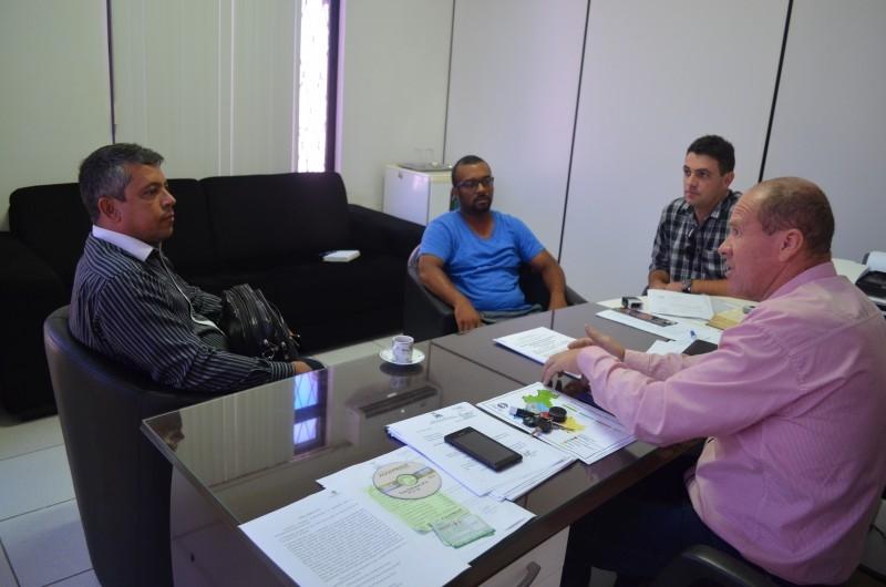 Paulino recebe membros da Igreja do Evangelho Quadrangular