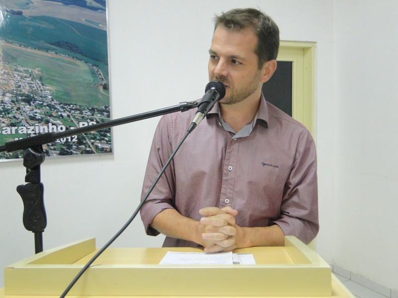 Vereador Eduardo Assis questiona informativo municipal