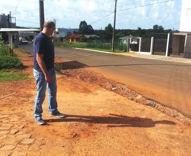 Vereador solicita melhorias no bairro Oriental