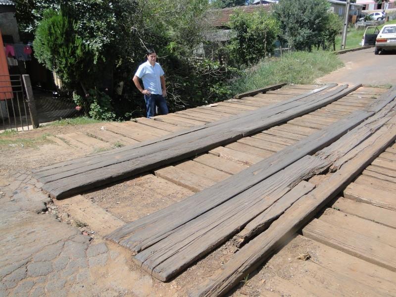 Vereador fiscaliza pontes no bairro Conceição