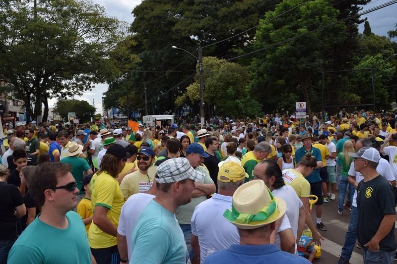Vereadores participam de manifestação em Carazinho