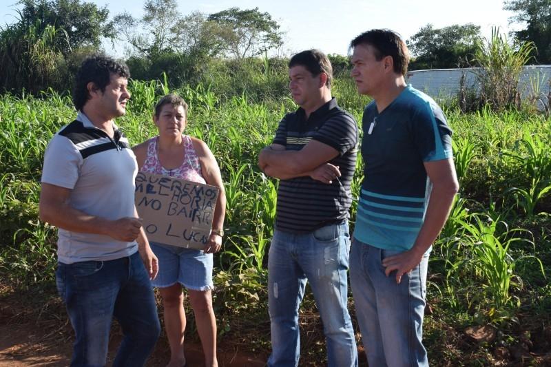 Vereador participa de manifestação no bairro São Lucas