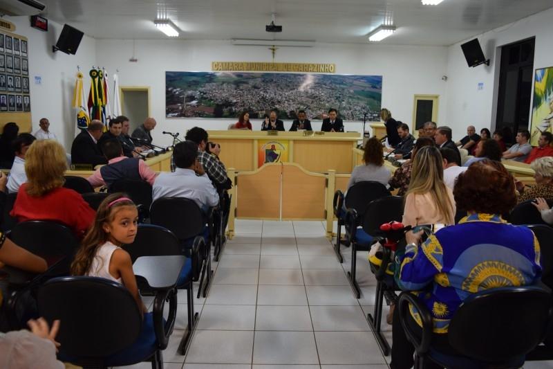 Câmara homenageia mulheres em sessão solene