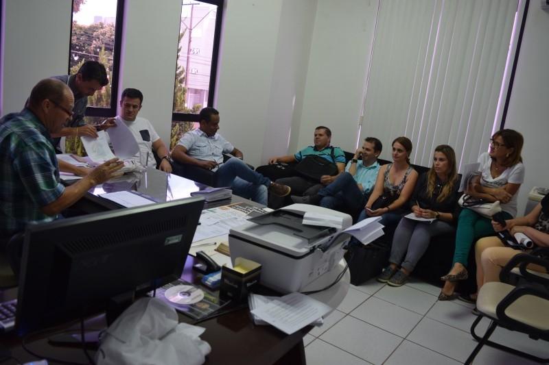 Comdicacar apresenta edital para novos conselheiros tutelares a vereadores