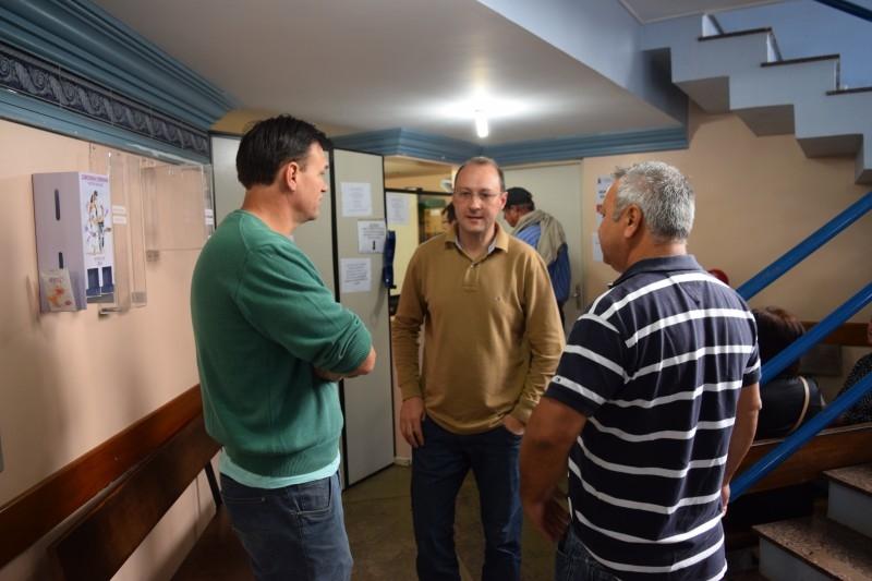 Presidente da comissão da saúde visita Ambulatório Municipal