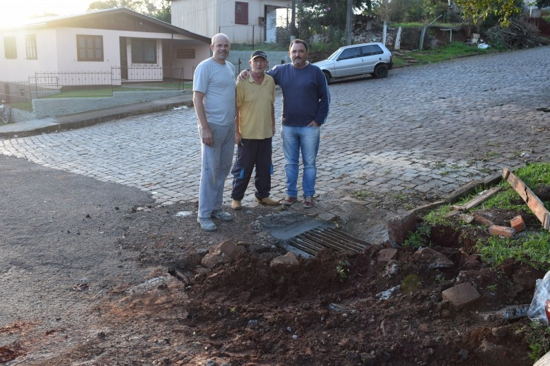 Vereador fiscaliza obras no bairro Sassi