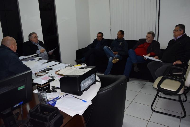 Vereadores tiram dúvida sobre PL que trata da Eletrocar