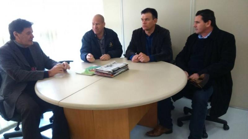 Fundergs garante a vereadores R$ 20 mil para reforma de quadra em Carazinho