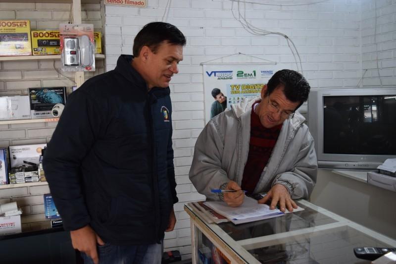 Vereador coleta assinaturas por Clínica de Reabilitação