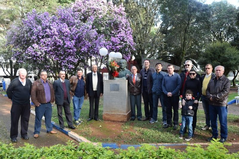 Vereadores participam de homenagem a Brizola