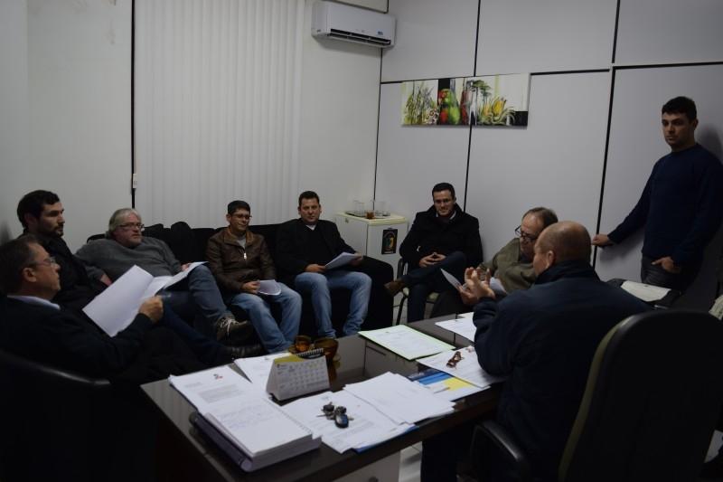 Vereadores discutem PL sobre a Eletrocar com a presença de ex-presidentes
