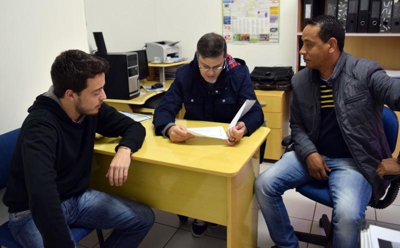 Vereador recebe deputado Juliano Roso em seu gabinete