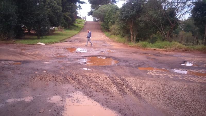 Moradores cobram melhorias na rua Tamoios