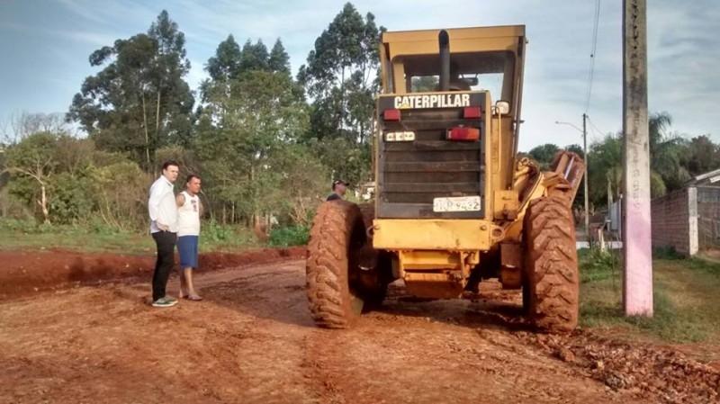 Vereador acompanha melhorias no bairro São Pedro