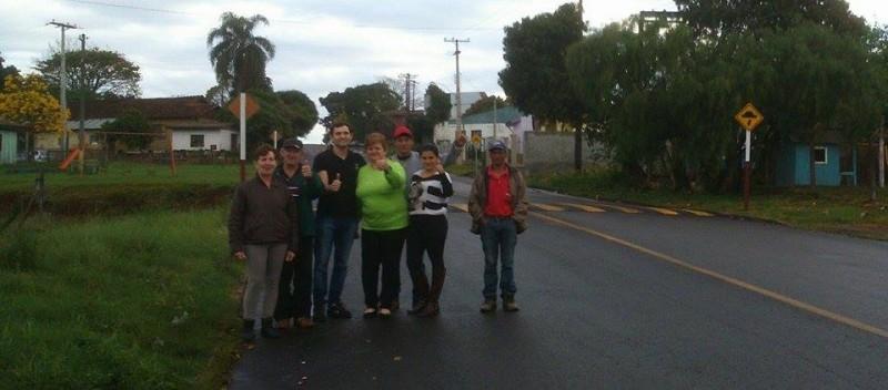 Moradores agradecem vereador por lombada na Rua Coroados