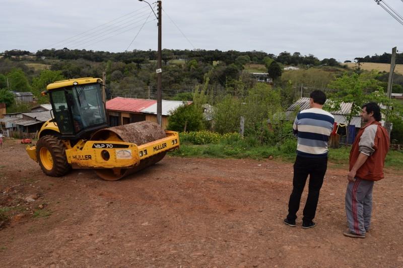 Vereador acompanha trabalho da secretaria de obras no bairro São Lucas