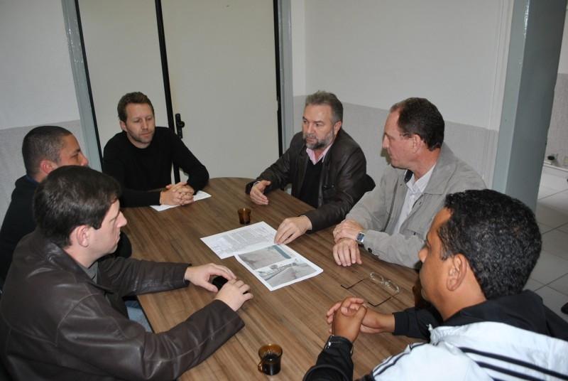 Comissão de Obras cobra Corsan sobre qualidade do asfalto