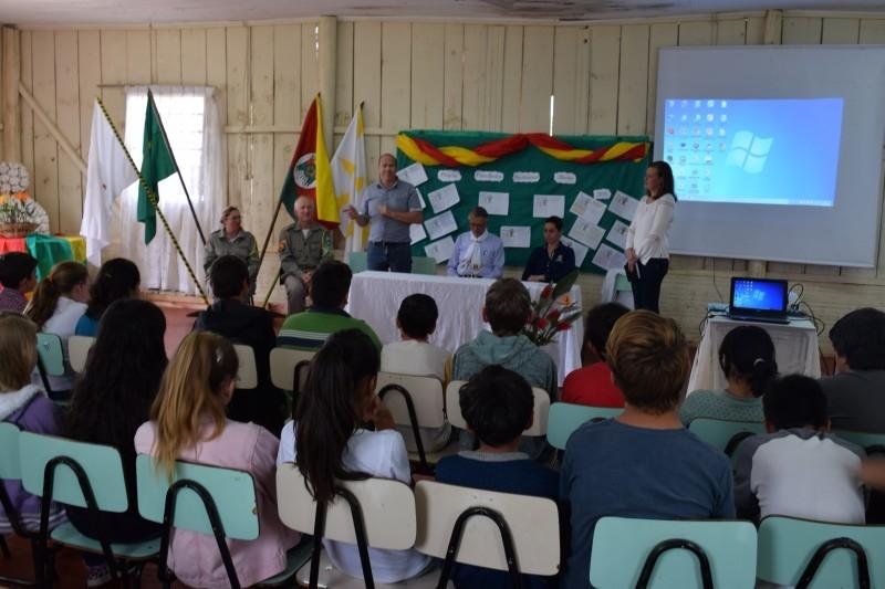 Vereador acompanha formação de nova turma no Projeto Patrulheiro Ambiental Mirim