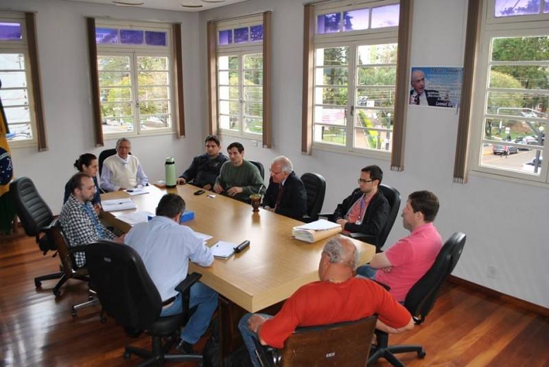 Legislativo participa de reunião sobre finalização EMEI Padre Gildo