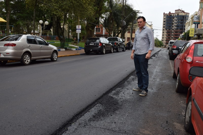 Vereador questiona recapeamento asfáltico na Rua Bernardo Paz