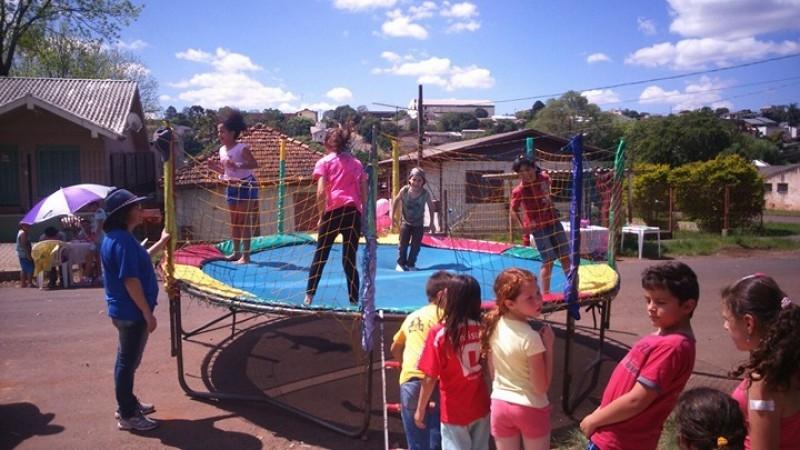 Vereadores acompanham ação voltada ao dia das crianças no bairro Sassi