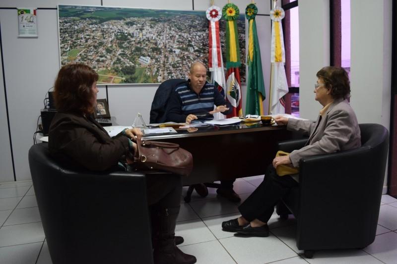 Presidente assume compromisso com direção do Glória