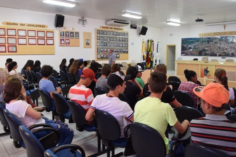 Alunos da Escola Castelo Branco visitam Câmara de Vereadores