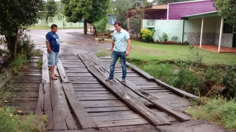 Moradores pedem providências quanto a pontilhão no bairro Princesa