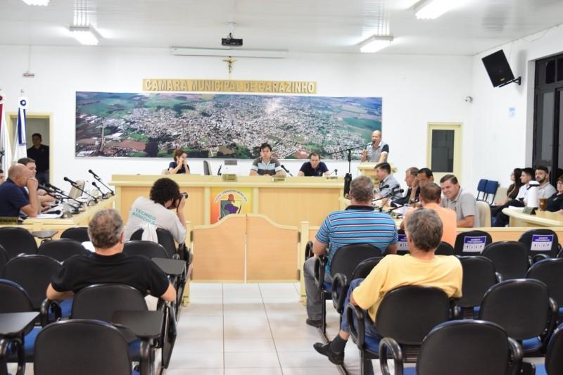 Vereadores derrubam veto do prefeito durante sessão legislativa
