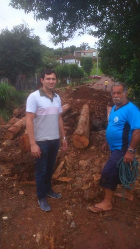 Vereador fiscaliza melhorias em pone no bairro Princesa